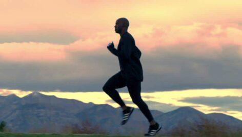 مجموعه فوتیج ویدیویی اسلوموشن از تمرین کردن ورزشکار